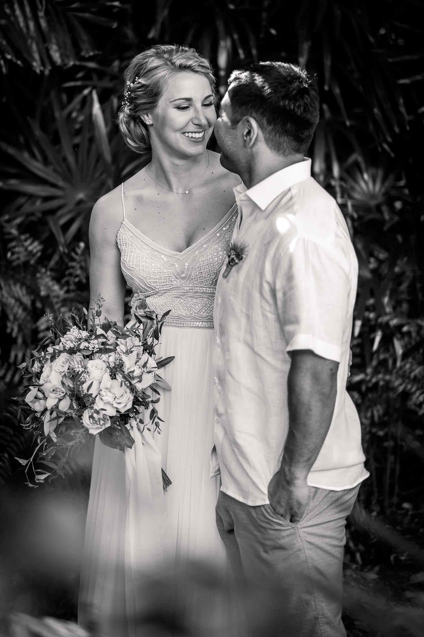 Photographe Mariage Thailande first look noir et blanc