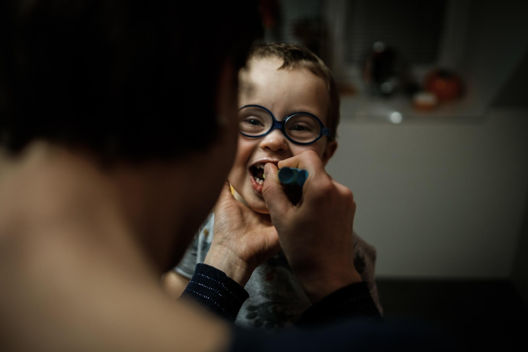 prestations photographe famille sourire brosse à dents