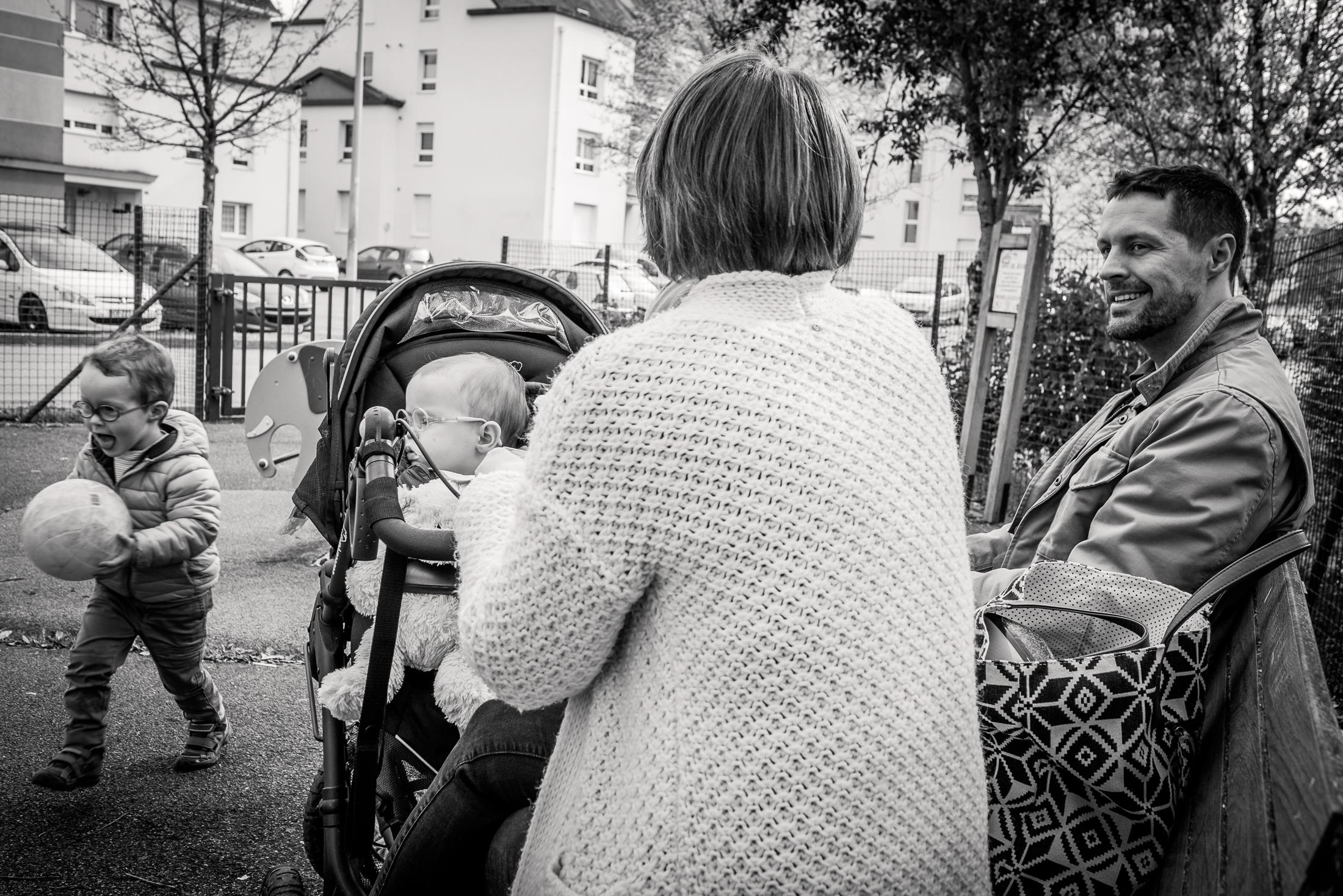prestations photographe famille goûter au parc en famille