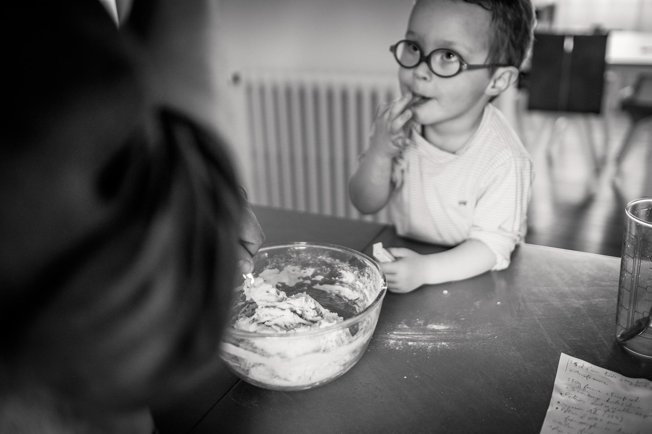 prestations photographe famille atelier cuisine avec papa
