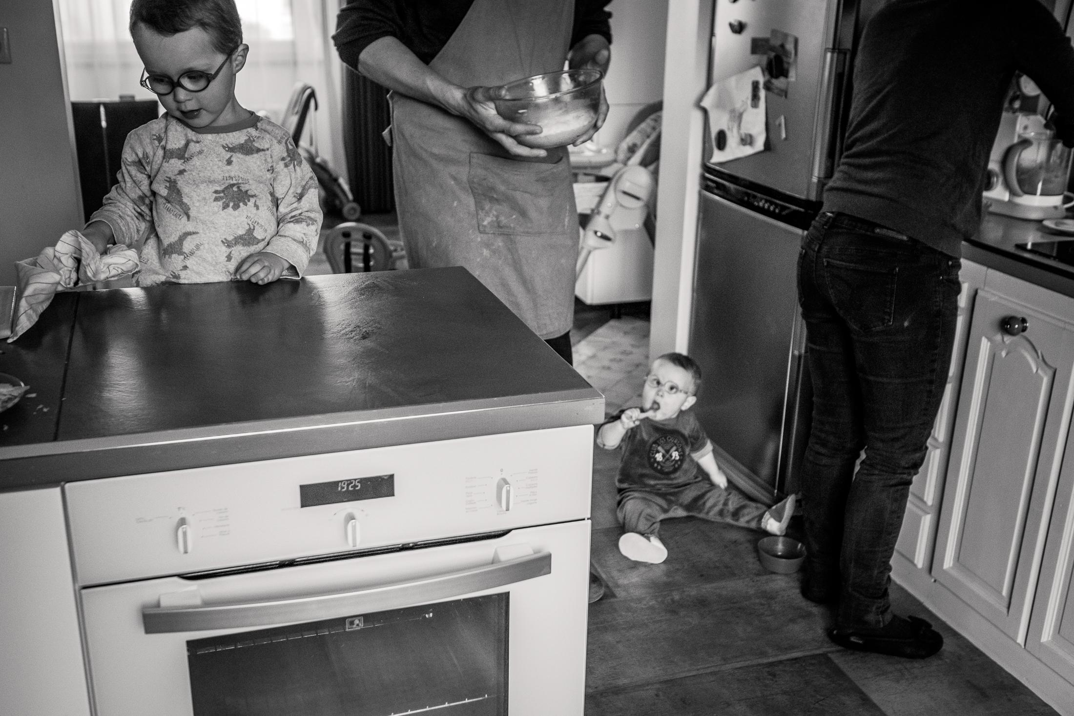 prestations photographe famille en cuisine