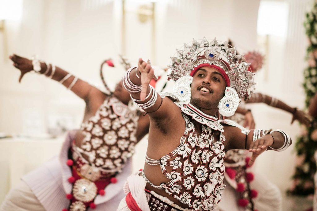 photographe mariage srilanka colombo wedding photographer poruwa ceremony dancers galle face hotel