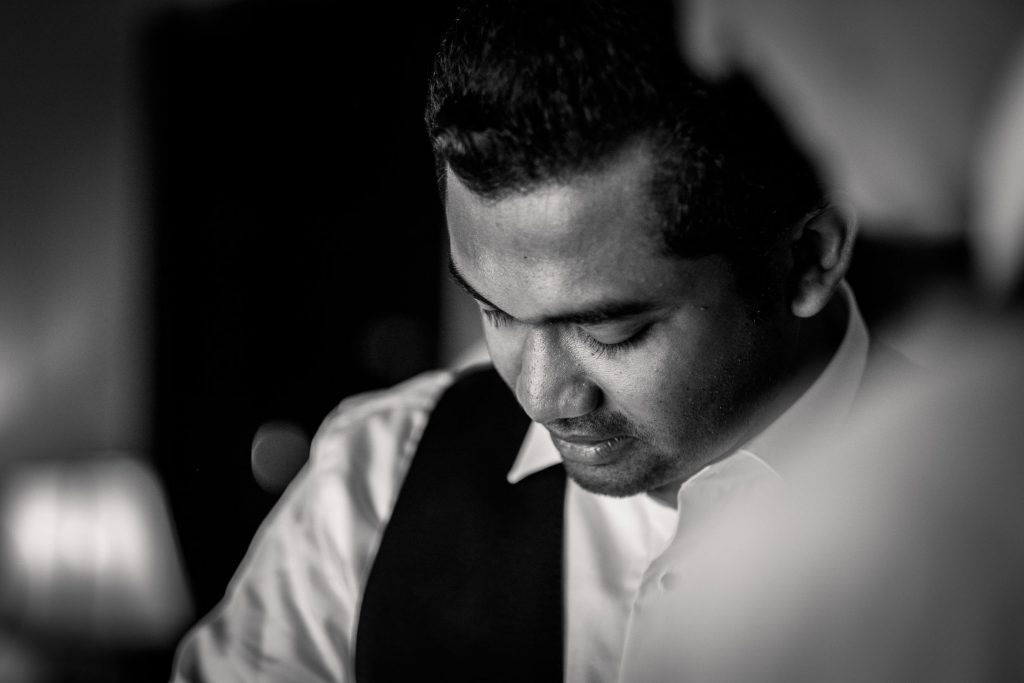 photographe mariage srilanka groom getting ready