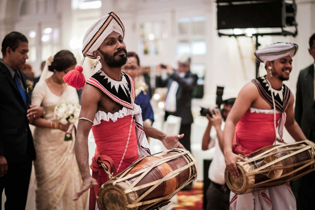 photographe mariage srilanka wedding photographer poruwa ceremony galle face hotel colombo drummers
