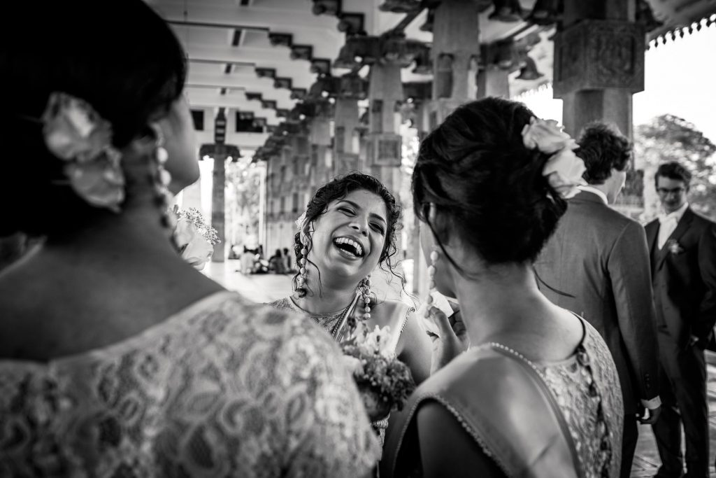 photographe mariage srilanka colombo wedding photographer bridesmaid laughing