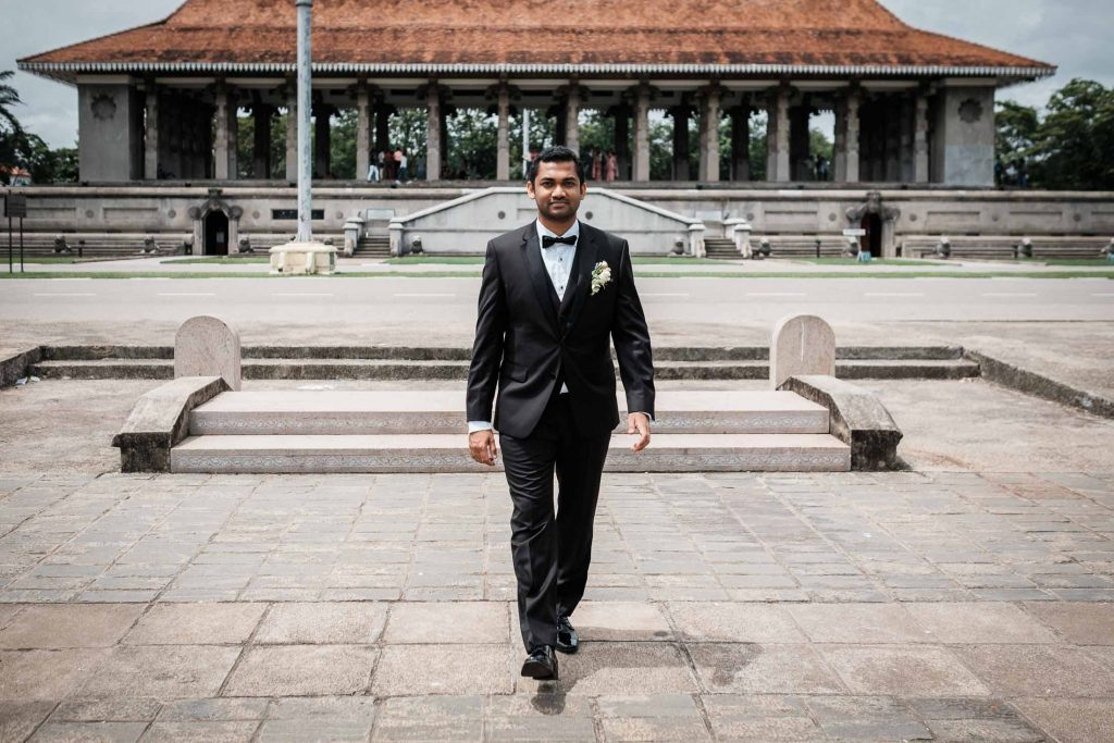 photographe mariage srilanka colombo wedding photographer groom heading to the bride