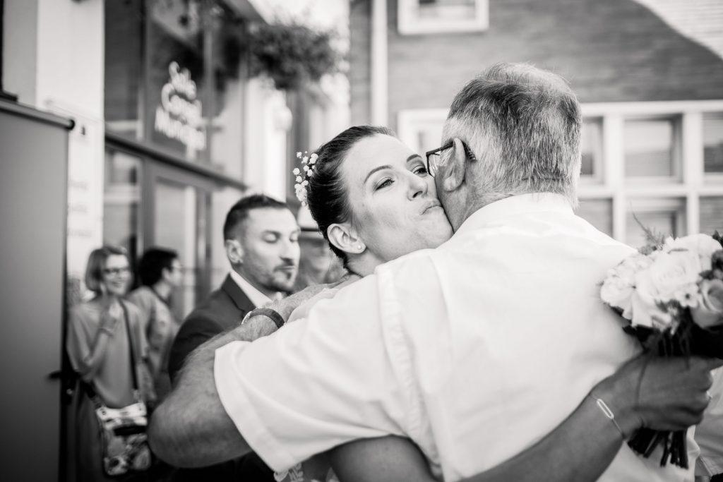 photographe mariage sortie de mairie bruguières