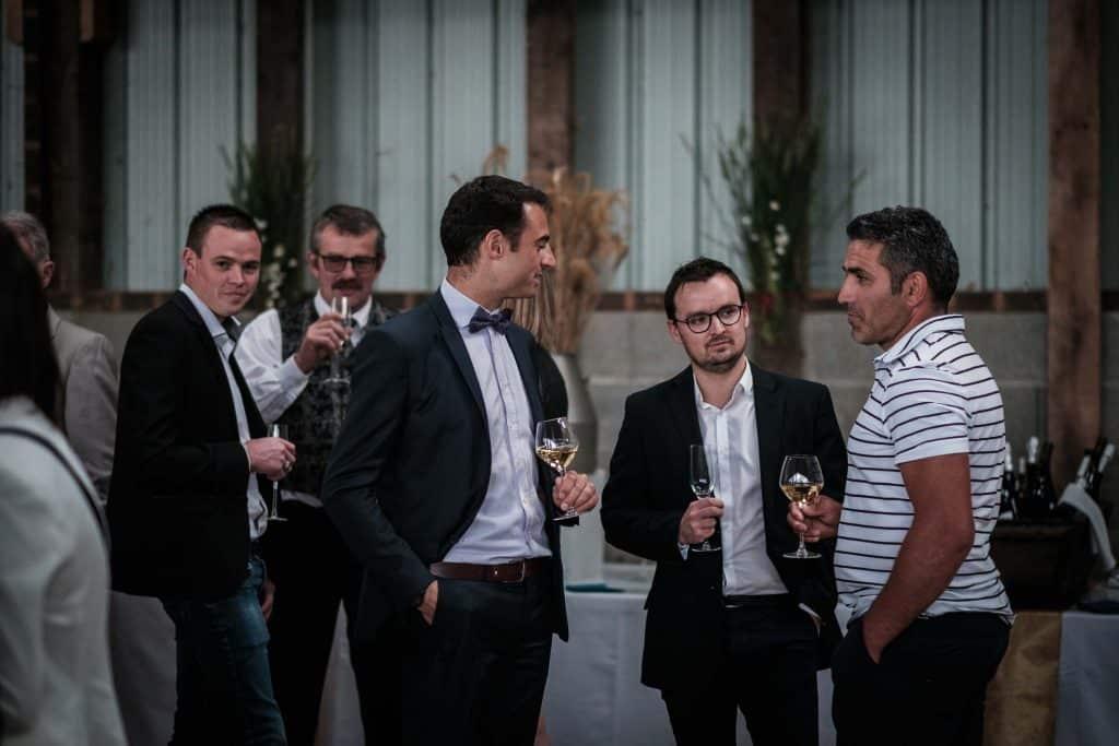 les invités pendant le vin d'honneur