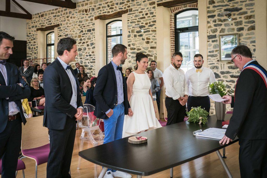 discours du maire dans la salle des mariages de la mairie de saint aubin d'aubigné
