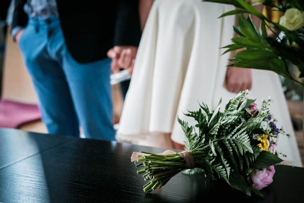 bouquet de mariée violet et jaune cérémonie civile