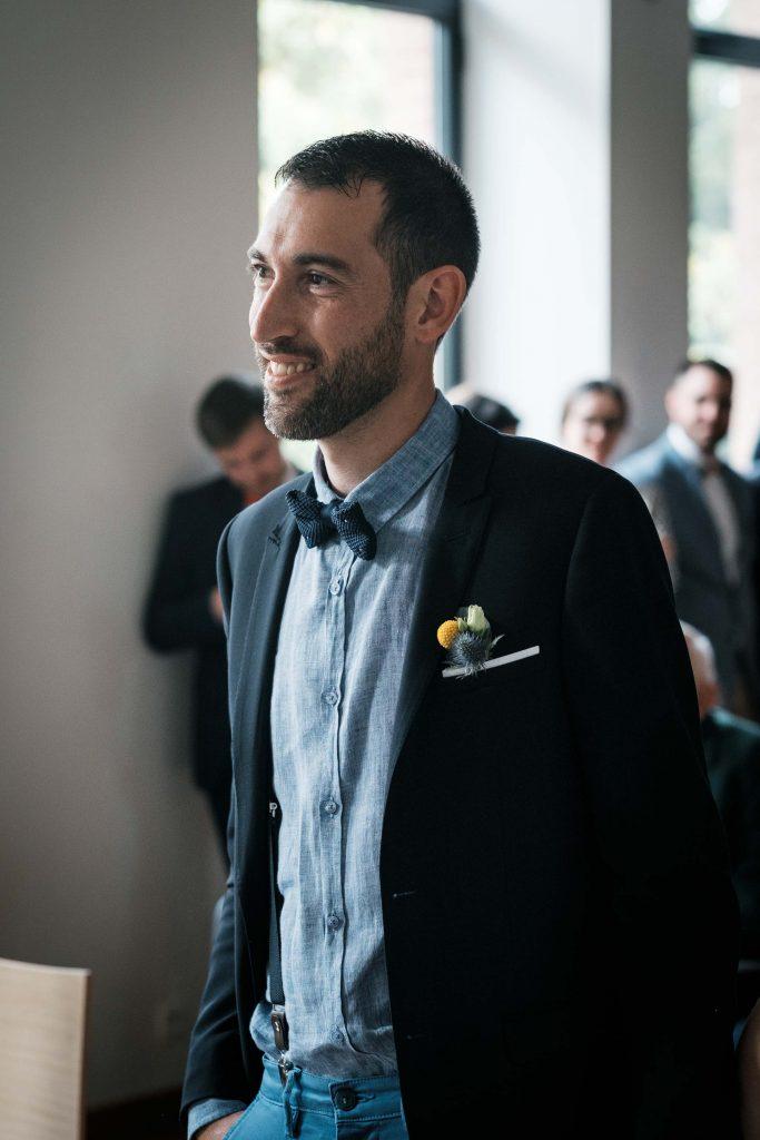 portrait du marié lors de la cérémonie civile