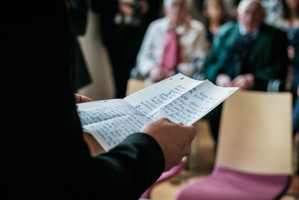 zoom sur le discours du témoin lors de la cérémonie civile