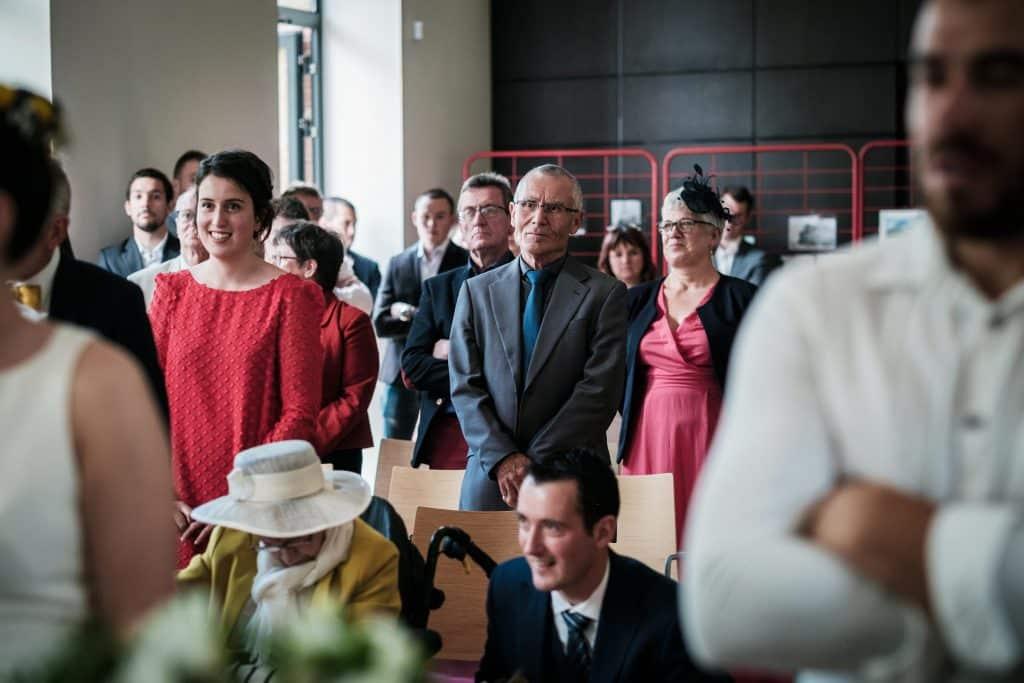 la famille du marié dans la salle des mariages de Saint Aubin d'Aubigné
