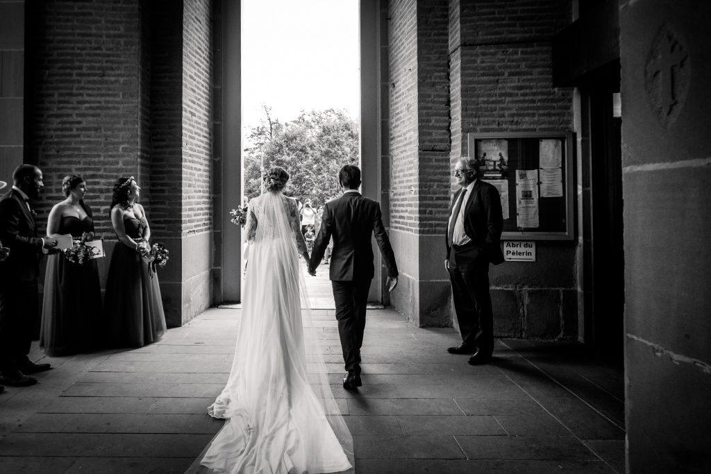 photographe mariage chateau de mauriac sortie d'église