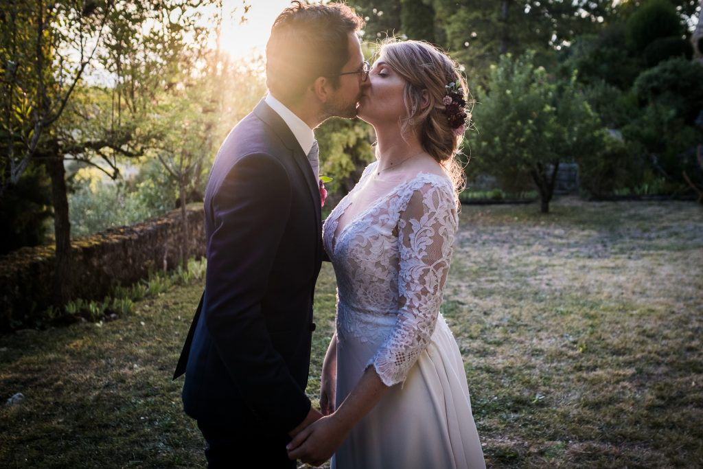 photographe mariage toulouse chateau de mauriac photo de couple golden hour
