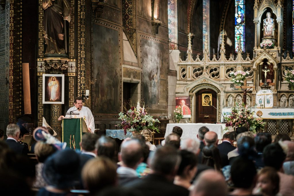 Mariage Notre Dame de la Drèche le pasteur officie
