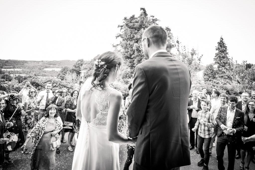 photographe mariage étangs de taysse sortie de cérémonie civile