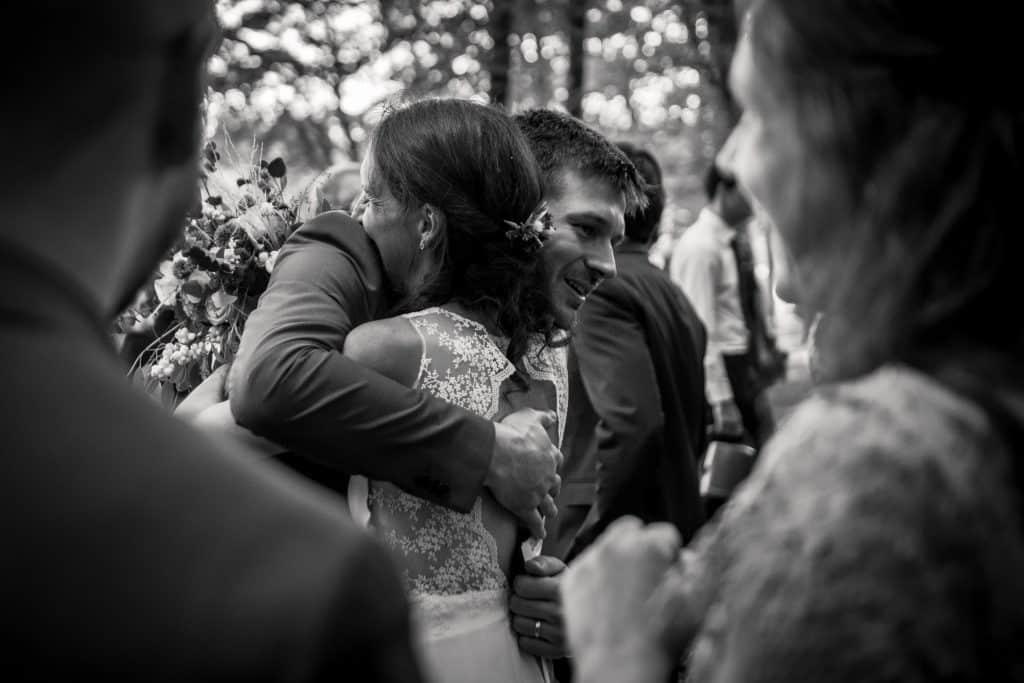 photographe mariage étangs de taysse hug