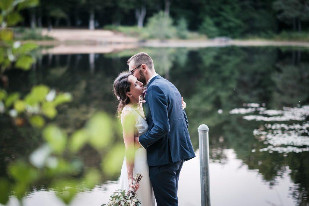 Photographe mariage couple aux étangs de taysse blue hour