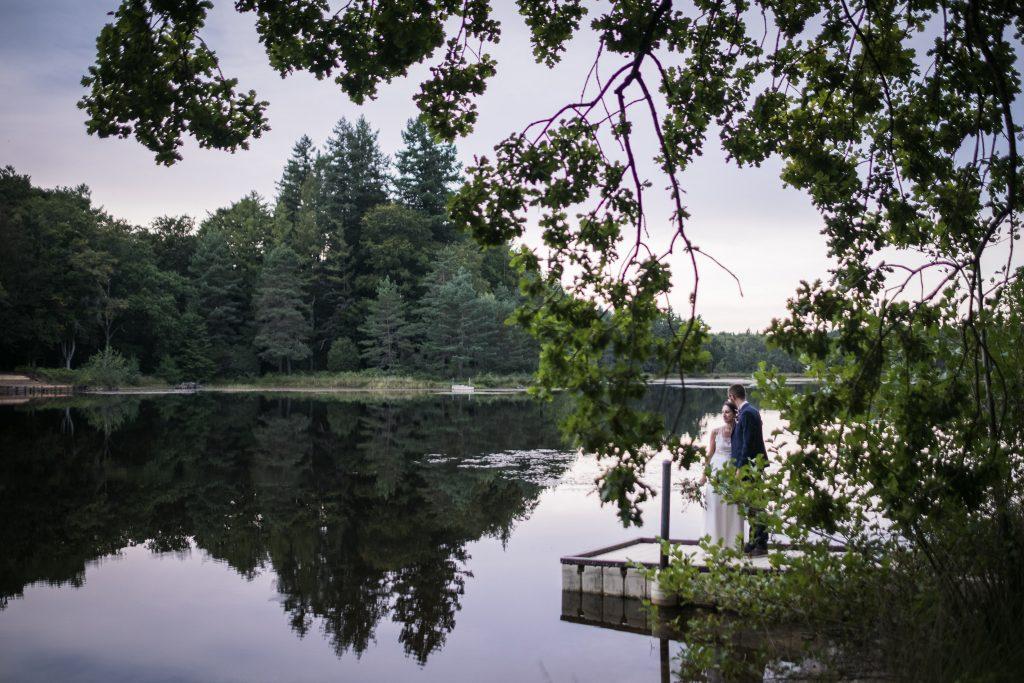 Photographe mariage couple aux étangs de taysse