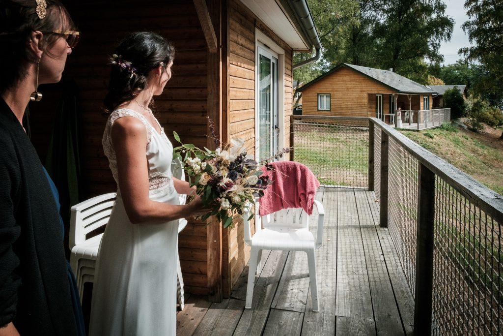 photographe mariage étangs de taysse la mariée est prête à rejoindre le futur marié pour le first look