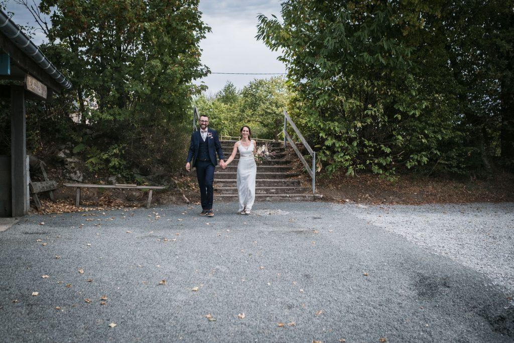photographe mariage etangs de taysse arrivée des mariés à la mairie pour la cérémonie civile