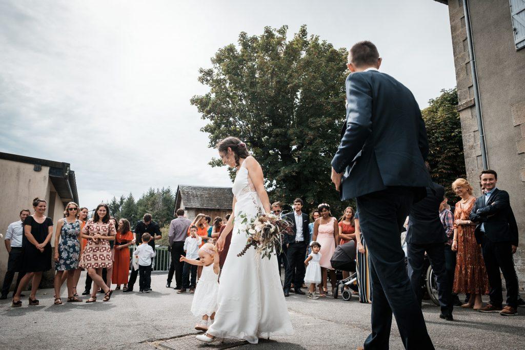 photographe mariage étangs de taysse mairie de sarran corrèze mariés avec enfant