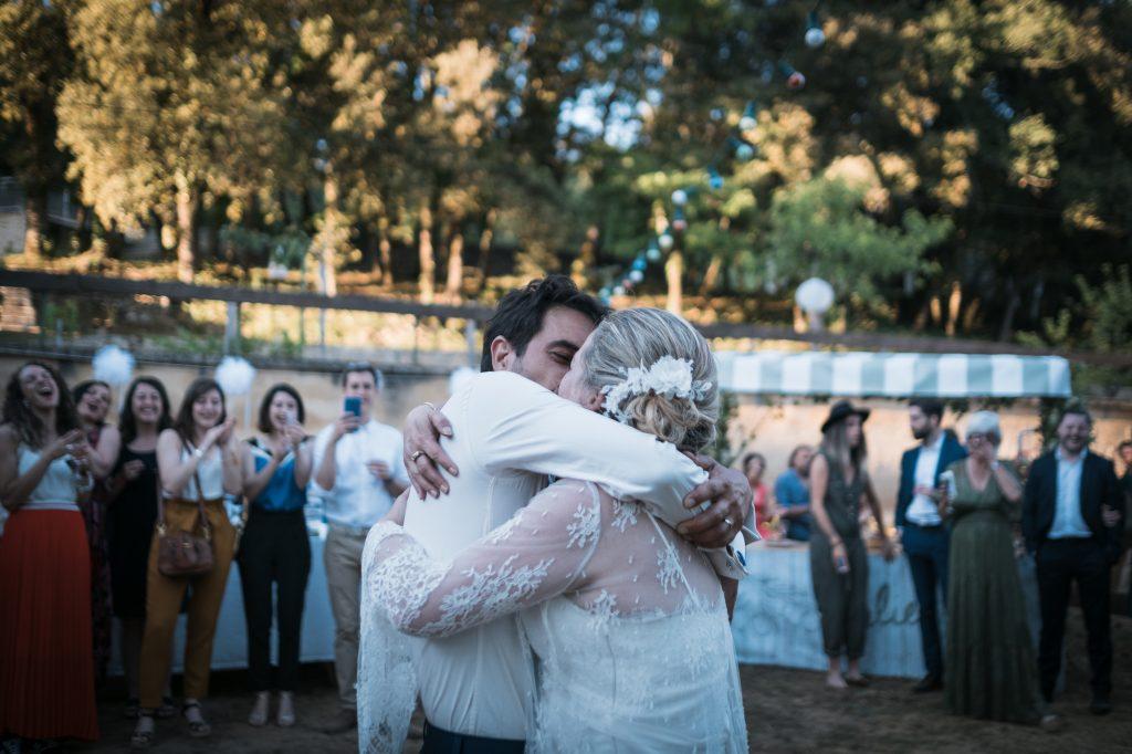 baiser des mariés fin de première danse photographe mariage lot