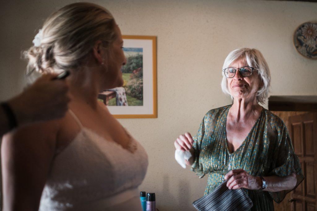 la maman découvre la mariée photographe mariage lot