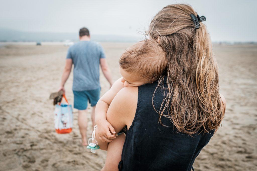 photographe famille occitanie fin de session plage en famille
