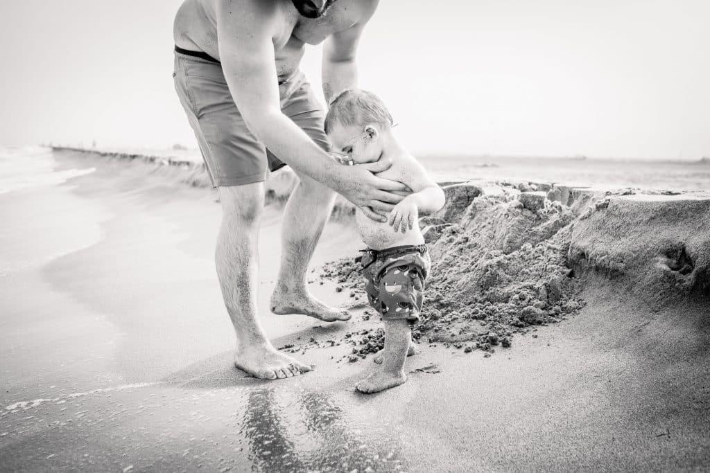 père et fils premières fois sur le sable